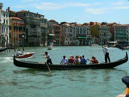 Obiective turistice Venetia: ferry - gondola