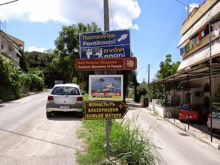 03. Indicatoare in Corfu.JPG