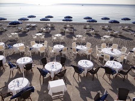 02. Restaurant pe plaja din Nice.JPG