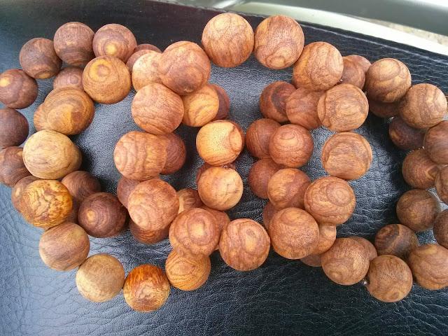 Mãn nhãn ngắm vòng gỗ Sưa đỏ hạt mộc vân gỗ siêu đẹp