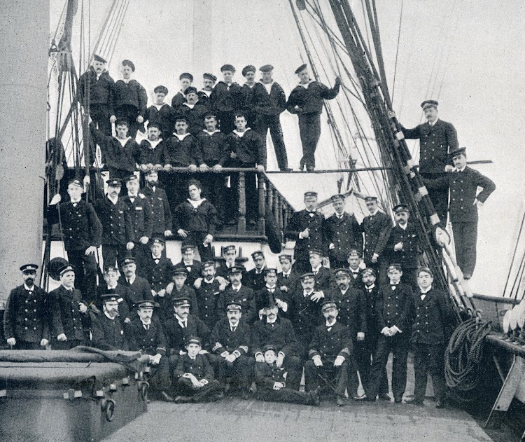 Tripulación de la fragata. De la revista VIDA MARITIMA. Año 1903.JPG