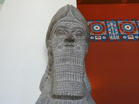 Muzeu Berlin: Statuie din Orient