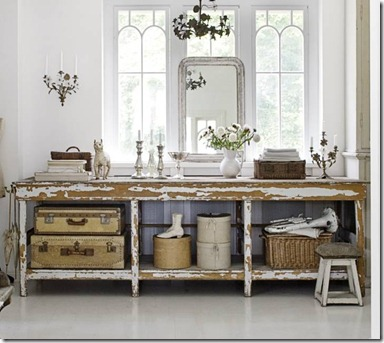 counter-table-storage-baskets-suitcases-gray-weathered-country-flea-market-style-decorating-white-vintage-ecelctic-home-decor-ideas-skc3b6na