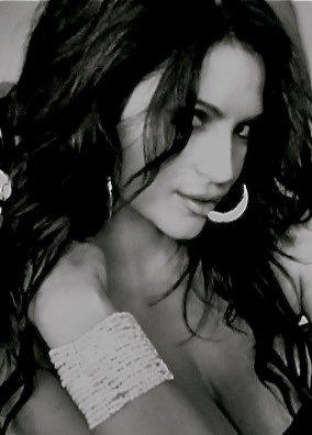 Denise Milani 32
