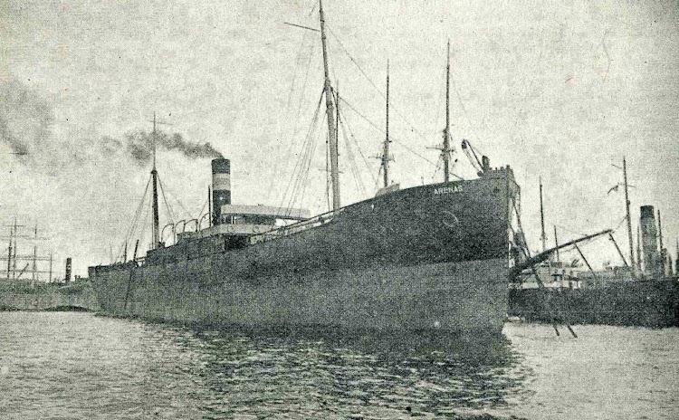 Vapor ARENAS en el puerto de Barcelona. Foto de la revista CATALUNYA MARITIMA. Año 1920.jpg