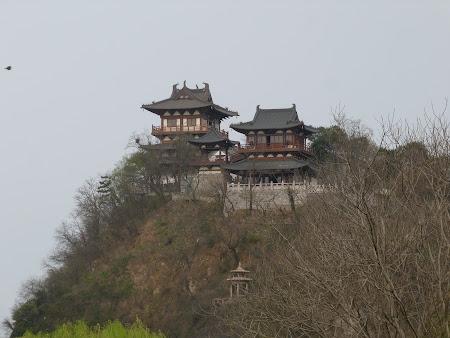 Imagini Zhenjiang: templele Beigushan