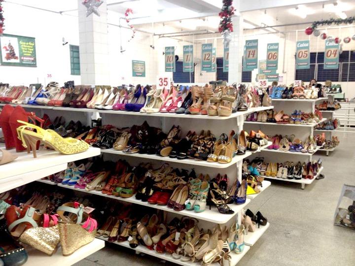 4ae68f8f5 Feirão de calçados A Barateira em Curitiba: Os preços valem a pena ...