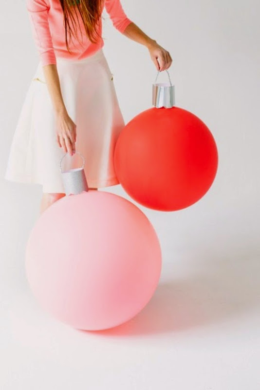 DIY-Giant-Ornament-Balloons-600x900