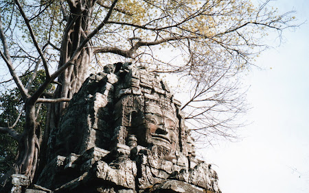 Obiective turistice Cambogia: poarta Angkor Wat