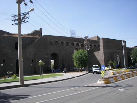 Imagini Kurdistan: zidurile orasului Diyabarkir