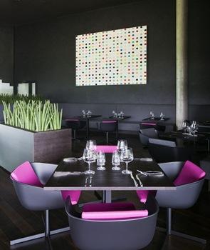 decoracion-minimalista-restaurant-Hotel-Miura