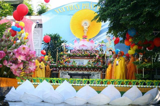 IMG 1725 Đại lễ Phật đản PL 2557 tại Tu viện Quảng Hương Già Lam