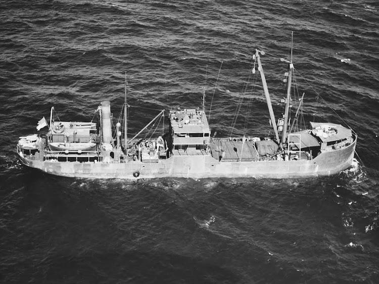 Foto Nº80-G-271811 del ARS-31 USS HARJURAND, tomada el 23 de mayo de 1943. De la web NAVSOURCE.jpg