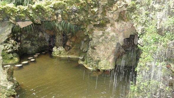 Resultado de imagem para lago da cascata na quinta da regaleira