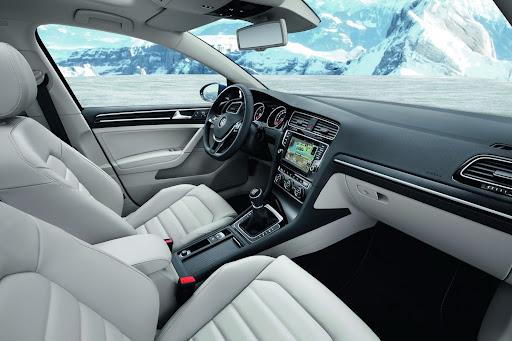 2014-VW-Golf-Variant-15.jpg