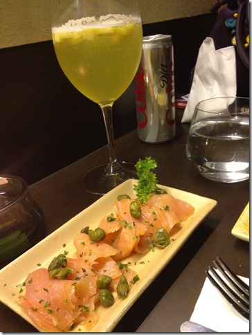 smoked salmon with green apple and white wine sangria