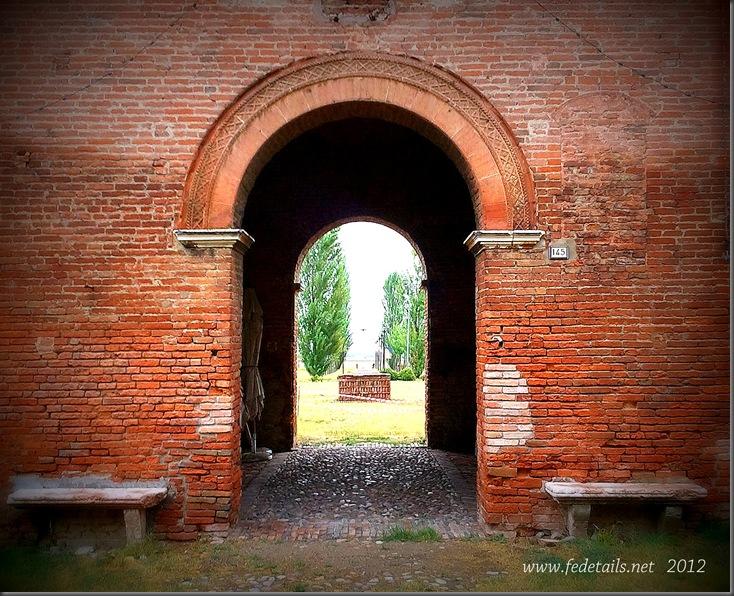 Delizia di Benvignante (  dettaglio ingresso ),Ferrara, Emilia Romagna, Italia - Delizia of Benvignante ( doorway detail ), Ferrara, Emilia Romagna,Italy