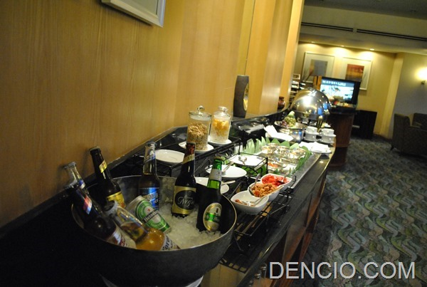 Crowne Plaza Galleria Club Lounge Access 27