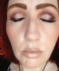 wearing La Palette Nude 2_eyes closed