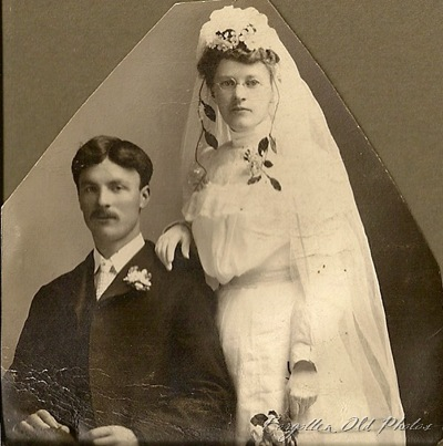 Wedding Royalton Dangly flowers 1900to1905