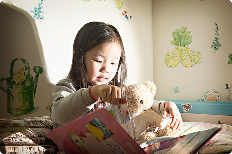 Zoe-reading-to-Baby-Bear-(1)