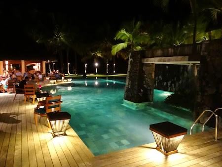 39. Noaptea la piscina.JPG