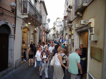 44. Aglomeratie in Taormina.JPG