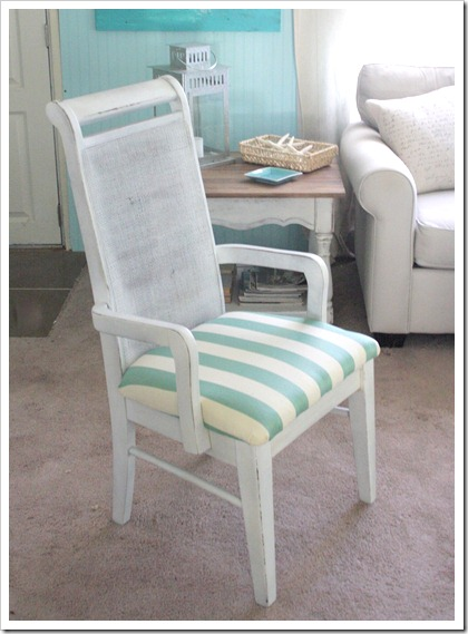 Easy DIY refurbished furniture: make this vintage chair makeover with just a little bit of paint and some left over fabric!
