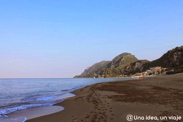 que-ver-en-corfu-playas-glyfada-lipades-unaideaunviaje.com-7.JPG