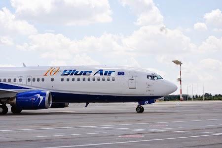 Livery Blue Air 10ani.JPG
