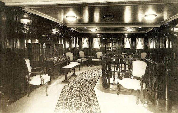 Vapor MALLORCA. Salón fumador de 1ª Clase. Del libro Trasmediterranea. Hacia el Nuevo Milenio. 1917-1997.jpg
