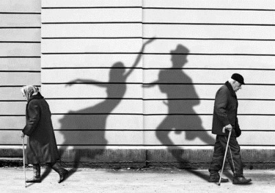 black-and-white-couple-old-shadows