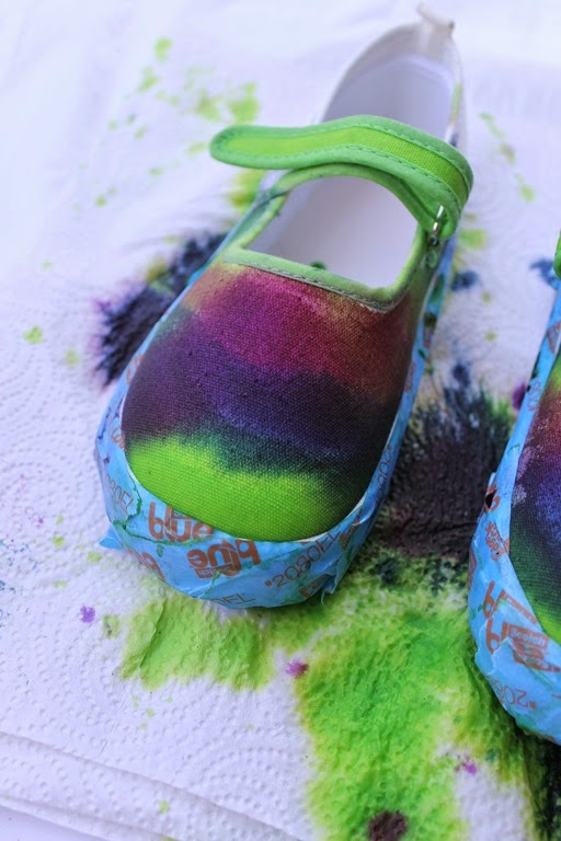 how to tie dye your shoes with Tulip