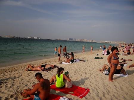 Cum sa te imbraci pe plaja in Dubai