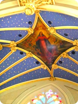 8-ceiling-over-alter