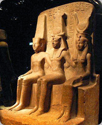 museo egizio torino Triad_of_Ramesses_II_with_Amun_and_Mut