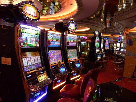 Croaziera Royal Carribean prin Mediterana: cazino pe vas