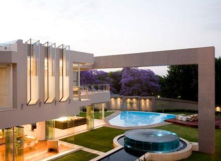 piscina-jardin-casa-de-lujo