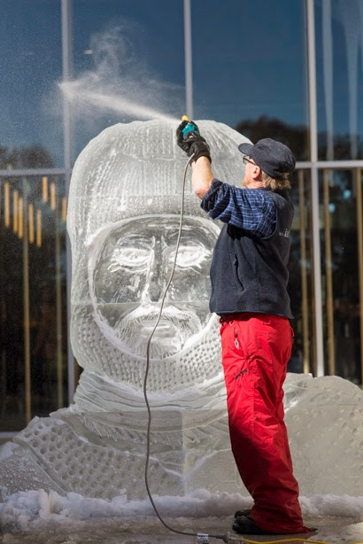 Ice sculpting_Martin Ollman.JPG