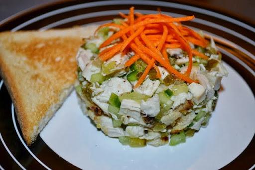 salata cu pui si castraveti (3).JPG