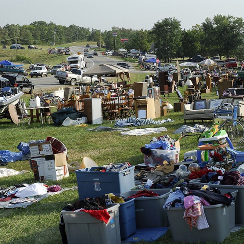 World's Longest Yard Sale on U.S. Route 127