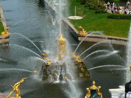Circuit Rusia: Statuile in apa