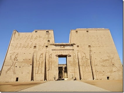 temple_of_horus_entrance