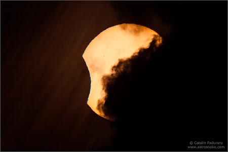 Imagini Cairns: Norii nu ne lasa sa vedem eclipsa
