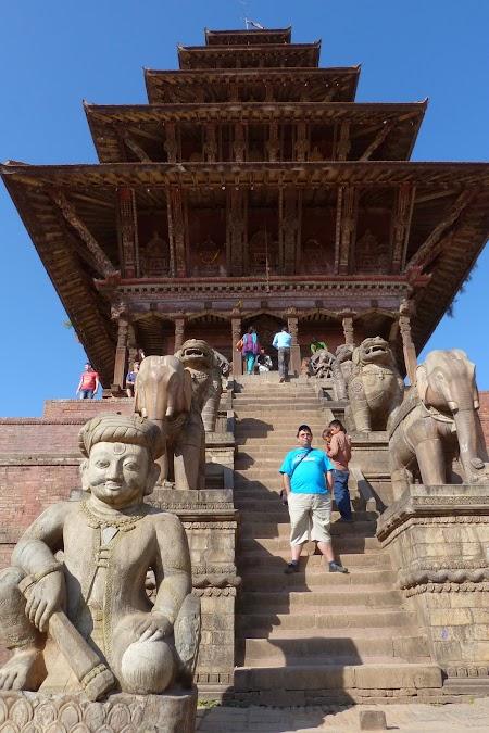 Obiective turistice Bhaktapur: Cel mai inalt templu din Nepal