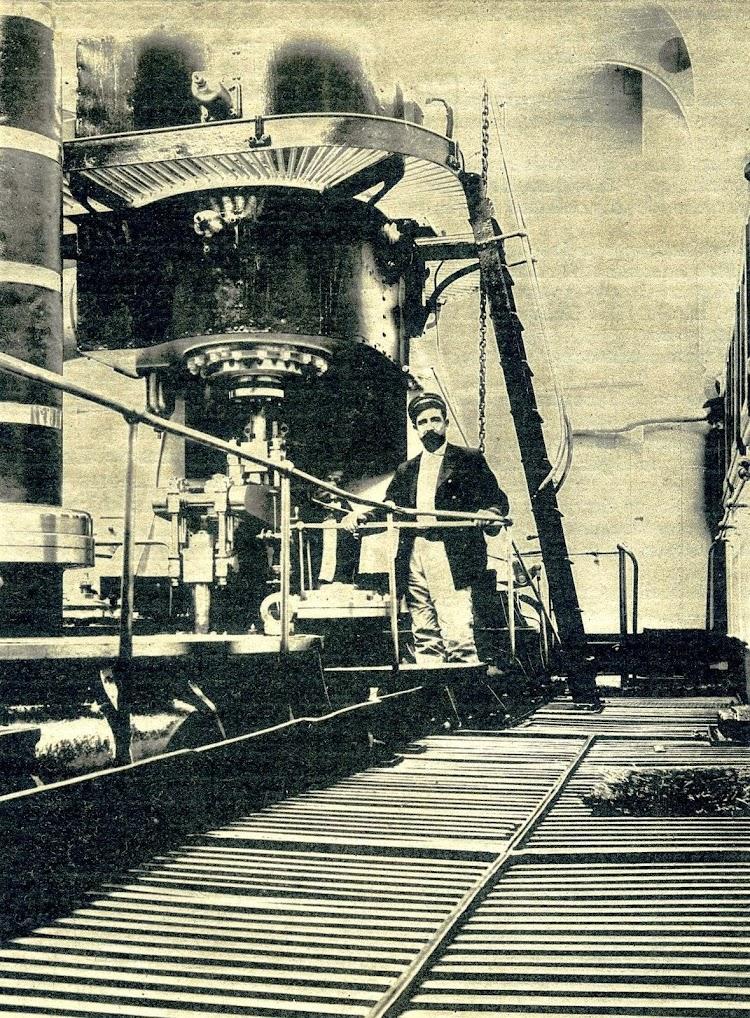 Maquinas del METEORO. Revista El Mundo Naval Ilustrado. Año 1899.JPG