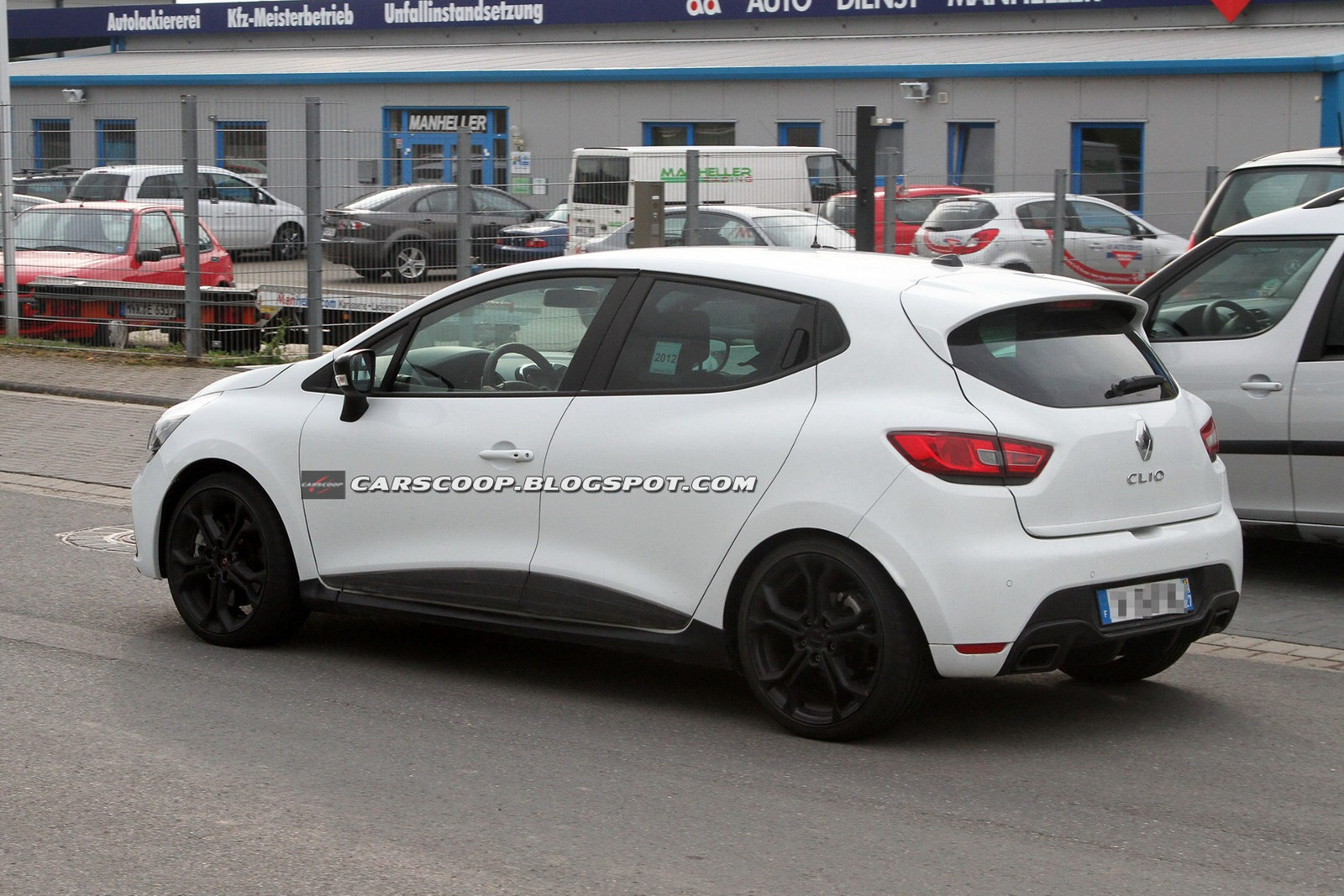 2013 renault clio rs 200 caught undisguised. Black Bedroom Furniture Sets. Home Design Ideas
