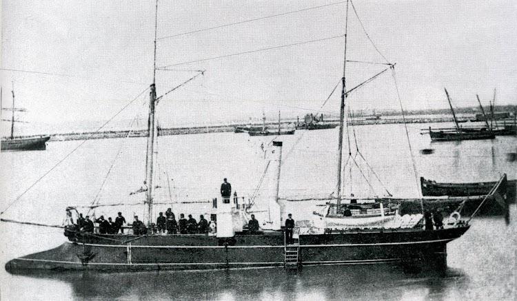 El SEGURA cuya llegada a España se realizó a través de los canales navegables del Sur de Francia. Foto del libro 50 Años de Retrato Naval Militar. (1870-1920).jpg