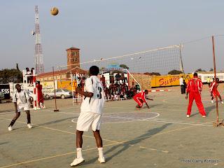 Match de volleyball au Stadium Omnisport Joseph Kabila Kabange à Lubumbashi. Photo Cathy Kongolo