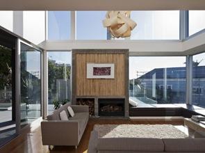 casa-moderna-con-muros-de-vidrio